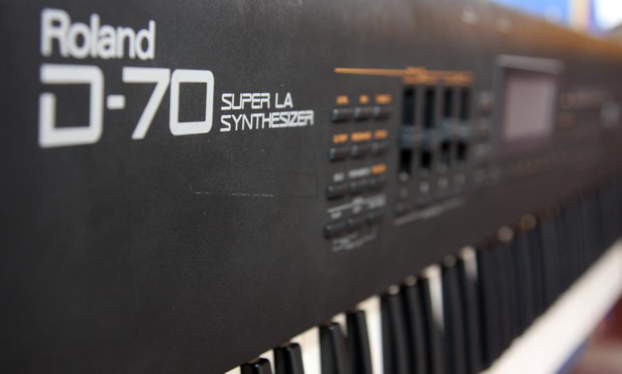 roland d-70 plug in